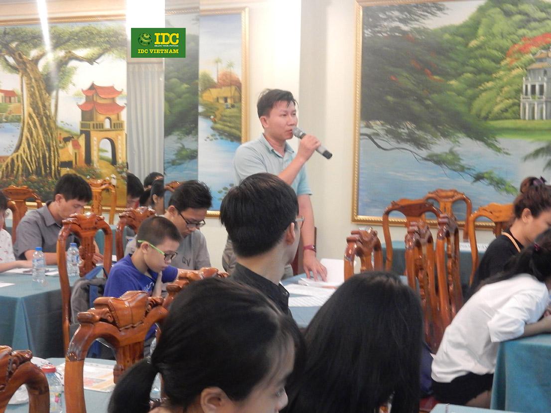 Phụ Huynh chia sẻ và đặt các câu hỏi liên quan cho IDC trong buổi hội thảo