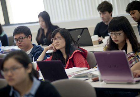 Sinh viên quốc tế tại trường kinh doanh Đại học Pepperdine ở Malibu, California, Mỹ. Ảnh: Wall Street Journal