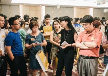 Chị Đào Thu Hiền, cựu sinh viên ĐH Harvard danh tiếng (áo đen) nhấn mạnh tầm quan trọng của việc chọn trường.