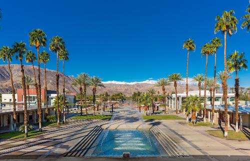 College of The Desert tọa lạc cạnh thành phố nghỉ mát nổi tiếng Palm Springs, California, Mỹ.