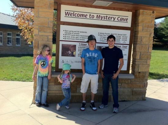 Chụp ảnh cùng Moises và 2 nhóc tì gia đình bản xứ