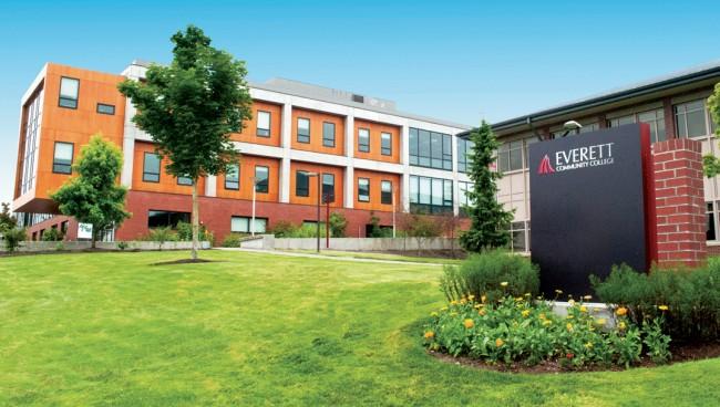 """Cao đẳng cộng đồng Everett – Một trong những trường đào tạo chương trình """"Cao đẳng kép"""" tại bang Washington"""