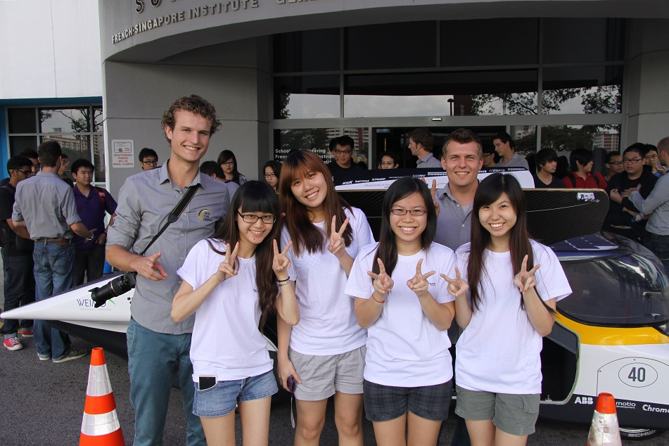 Du học sinh đến từ nhiều quốc gia khác nhau đnag theo học tại Dimensions