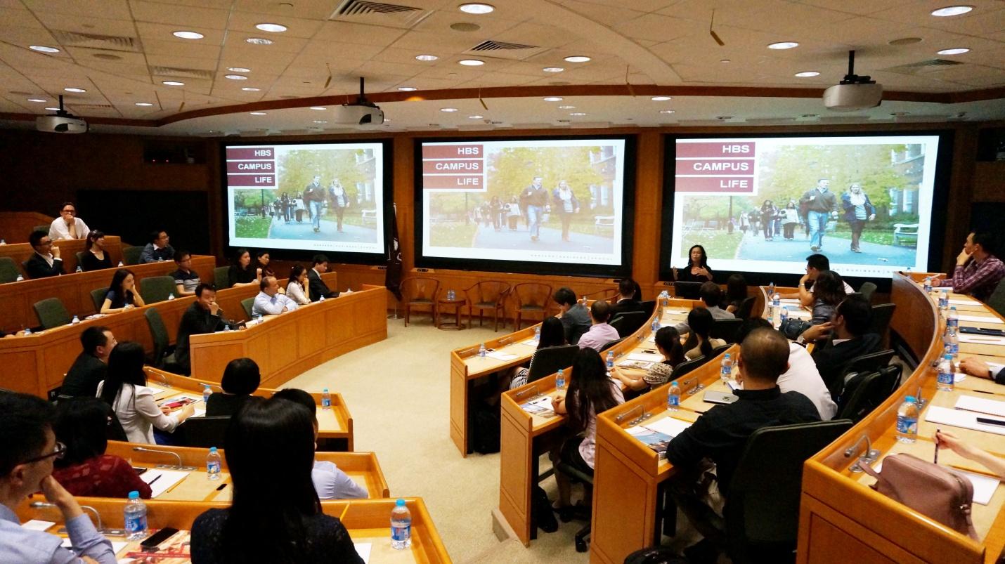 Phòng học hiện đại và được thiết kế phù hợp việc học tập của học sinh